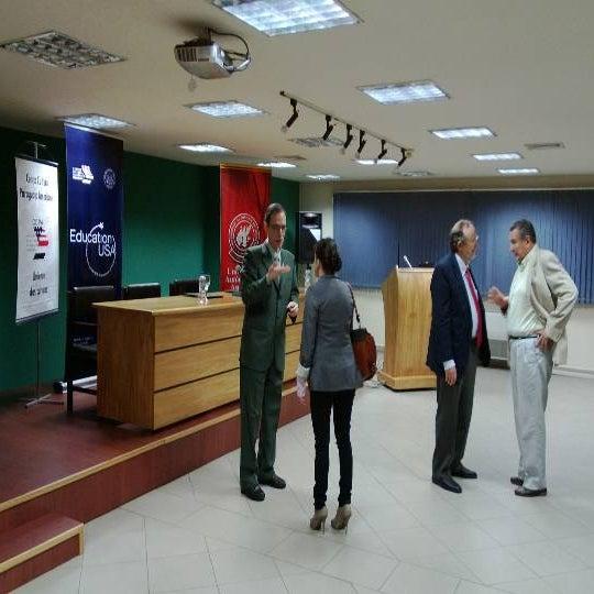 Foto tomada en Universidad Autónoma de Asunción por Alexander V. el 3/14/2013
