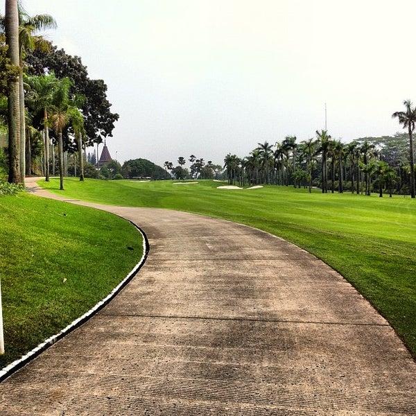 9/22/2012 tarihinde IA A.ziyaretçi tarafından Pondok Indah Golf & Country Club'de çekilen fotoğraf