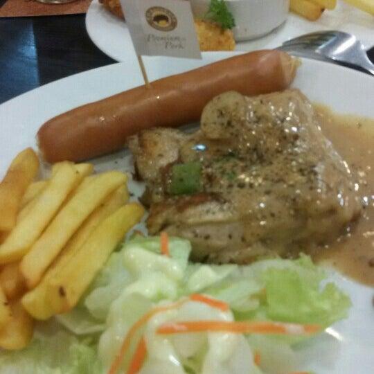Photo taken at Santa Fé Steak by Asaya J. on 10/23/2015
