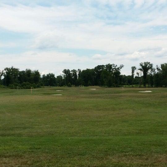 Foto tomada en 1757 Golf Club por Bryan J. el 7/18/2014