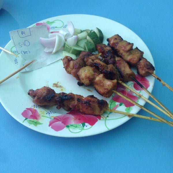 Photo taken at Satay Hut by Ariff A. on 10/17/2016
