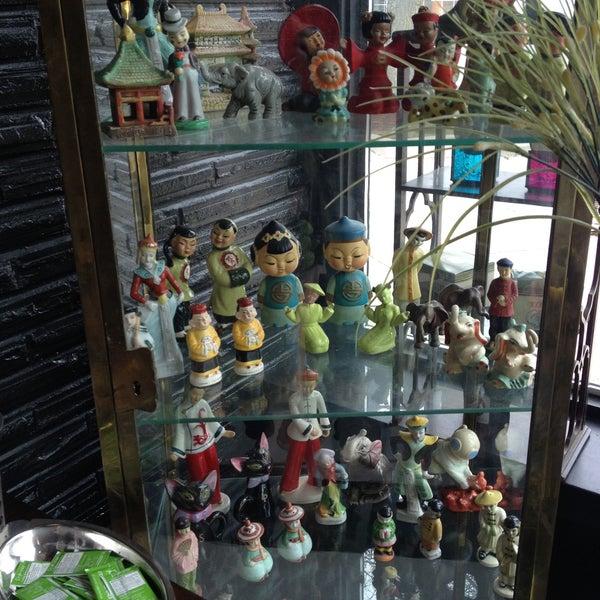 Foto scattata a Madame Zuzu's Tea House da Deirdre H. il 4/15/2013