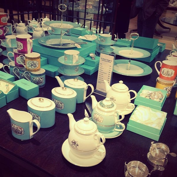 Photo taken at Fortnum & Mason by S H. on 5/26/2013