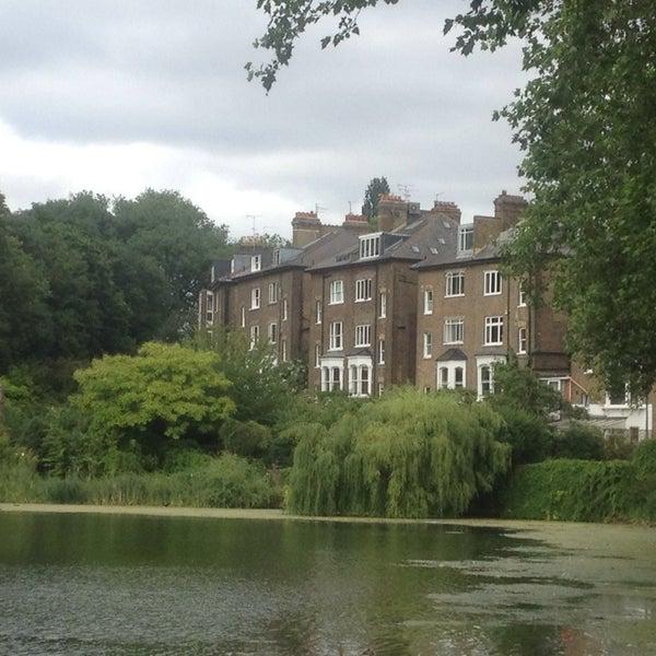 7/20/2013 tarihinde Daniel D.ziyaretçi tarafından Hampstead Heath'de çekilen fotoğraf