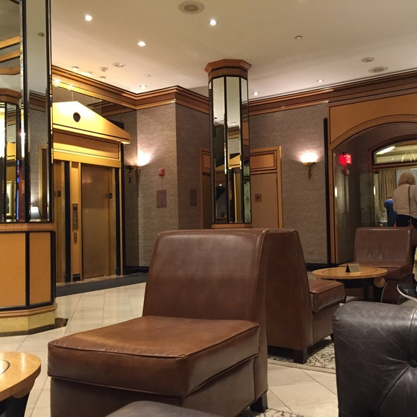 Photo taken at Hotel Metro by Renata B. on 9/25/2016