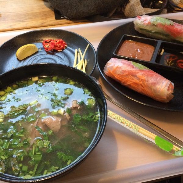 Снимок сделан в Joly Woo Стрит-фуд кафе вьетнамской кухни пользователем Daria E. 11/10/2017