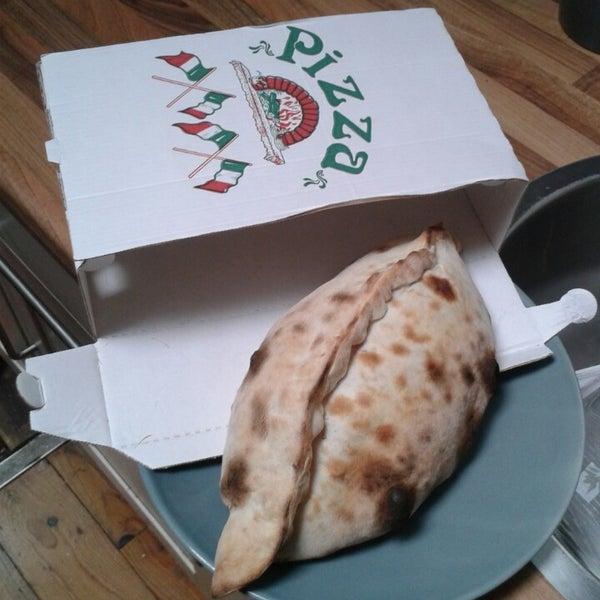 Photo taken at Karalis Pizzeria by Mirthe V. on 9/27/2014