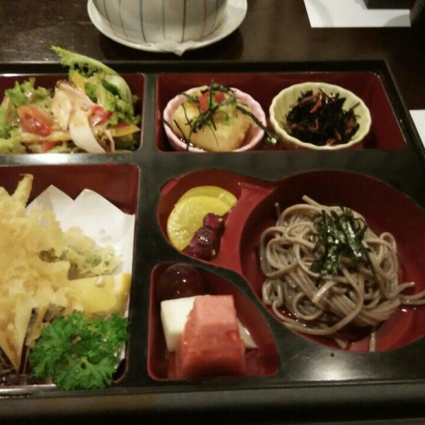 Photo taken at Hyotan Japanese Restaurant by Hiro .. on 12/11/2015