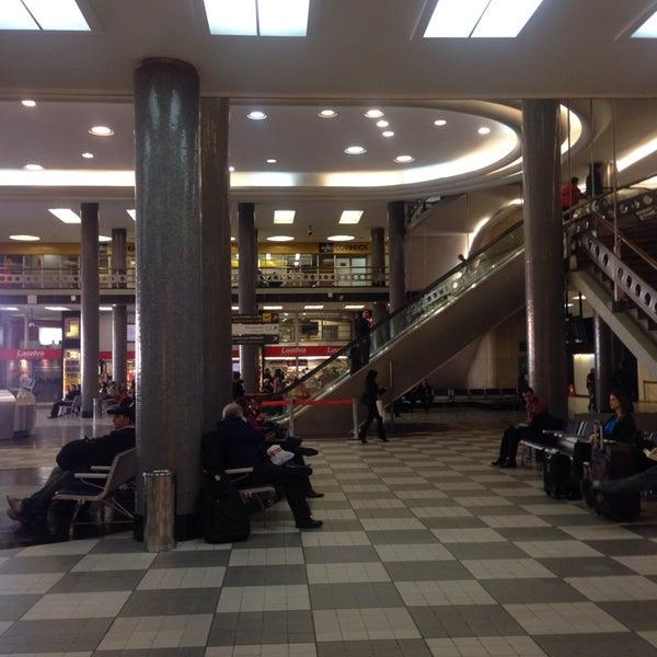 Снимок сделан в Международный аэропорт Конгоньяс/Сан-Паулу (CGH) пользователем Cecilia B. 9/26/2013
