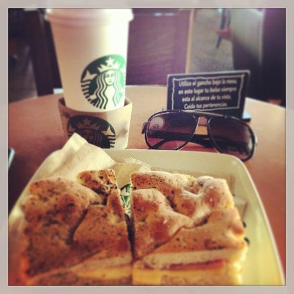 Photo taken at Starbucks by Ulises on 1/10/2013