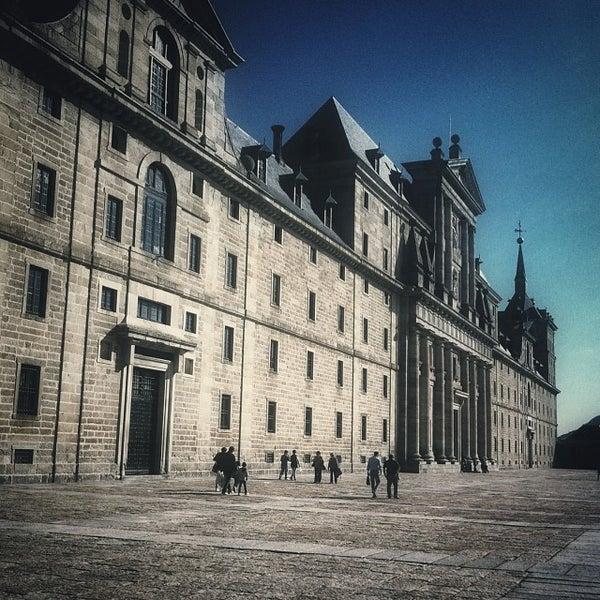 Photo taken at Monasterio de San Lorenzo de El Escorial by Perico on 10/9/2013