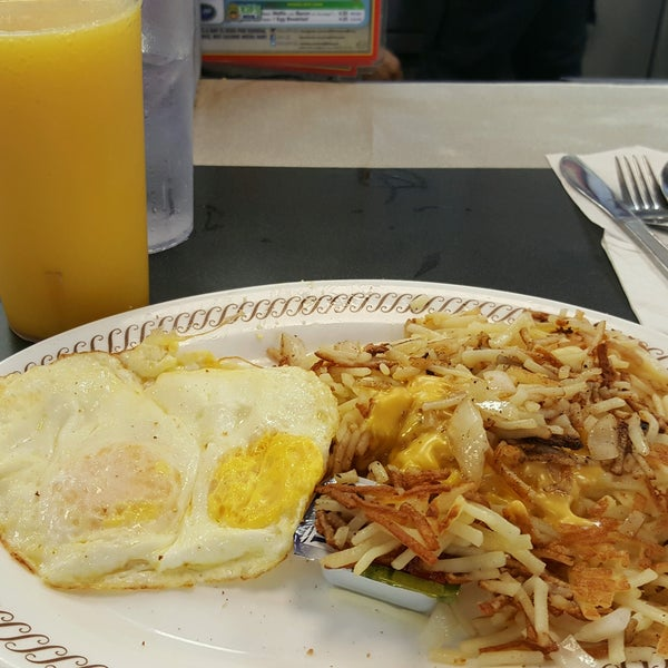 Photo taken at Waffle House by Lee S. on 8/13/2016