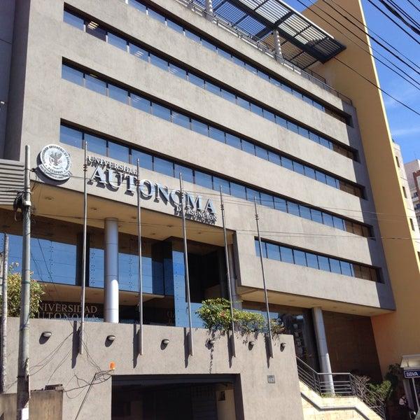 Foto tomada en Universidad Autónoma de Asunción por Guido R. el 8/29/2013