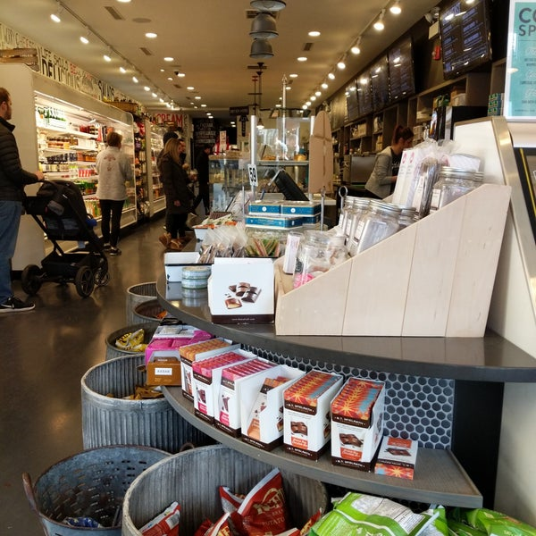 Photo taken at Goddess and Grocer by narni on 3/11/2018