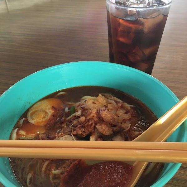 Photo taken at Sri Weld Food Court by Tammy on 12/18/2017