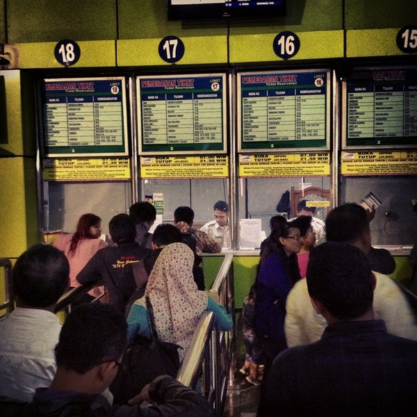 Photo taken at Stasiun Gambir by Handry S. on 3/21/2013