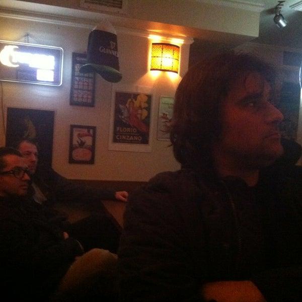 รูปภาพถ่ายที่ Bar-ish โดย Roxy เมื่อ 4/10/2013