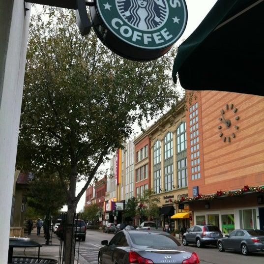 Photo taken at Starbucks by Gabriel G. on 12/15/2012