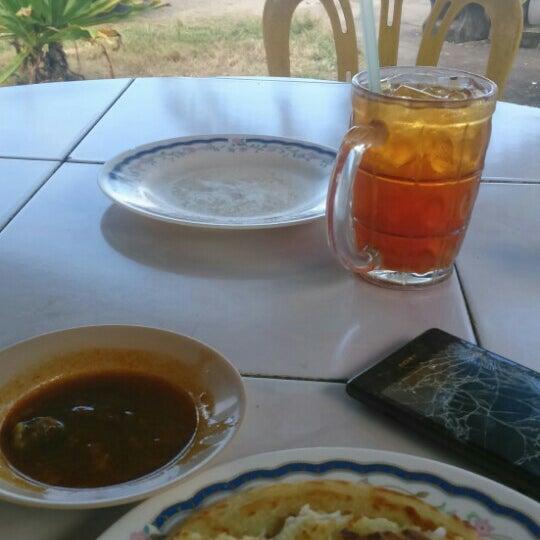 Photo taken at Restoran Lempeng by Azraan A. on 12/30/2015