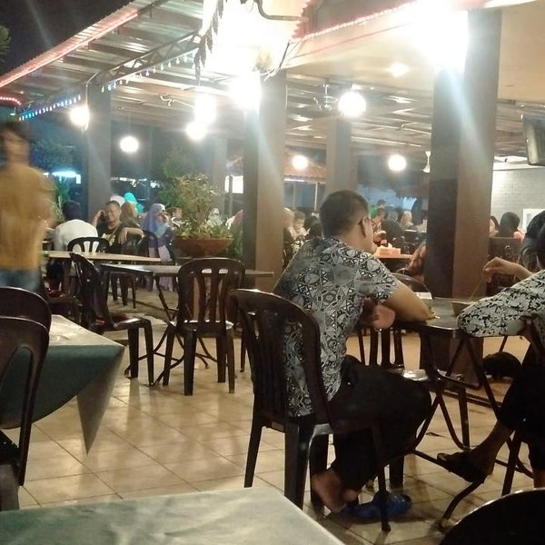 Photo taken at Malee Classic Seafood by Mohd Faudzi N. on 8/30/2015