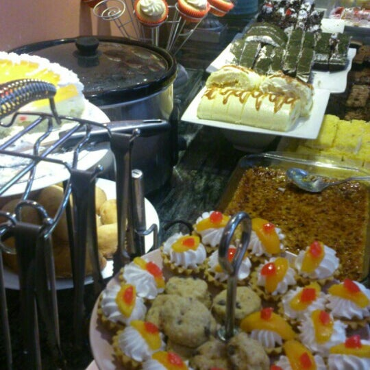 Photo taken at Love Desserts by Dianne R. on 1/8/2016