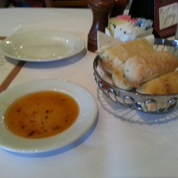 Das Foto wurde bei BRAVO! Cucina Italiana von Ana B. am 12/16/2013 aufgenommen