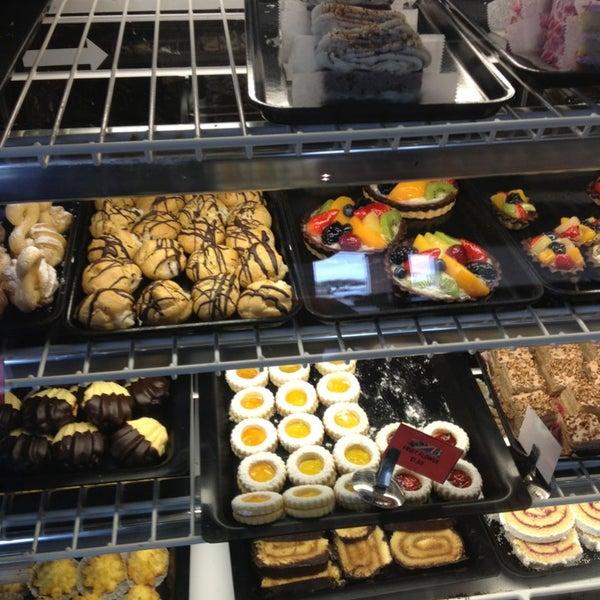3/24/2013 tarihinde Armando V.ziyaretçi tarafından Argentina Bakery'de çekilen fotoğraf