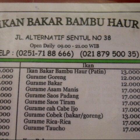 Photo taken at Ikan Bakar Bambu Haur by Irus S. on 1/12/2013