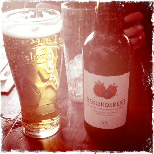 Photo taken at The Tin Goose (Pub & Kitchen) by Pamela Del Mar M. on 3/26/2012