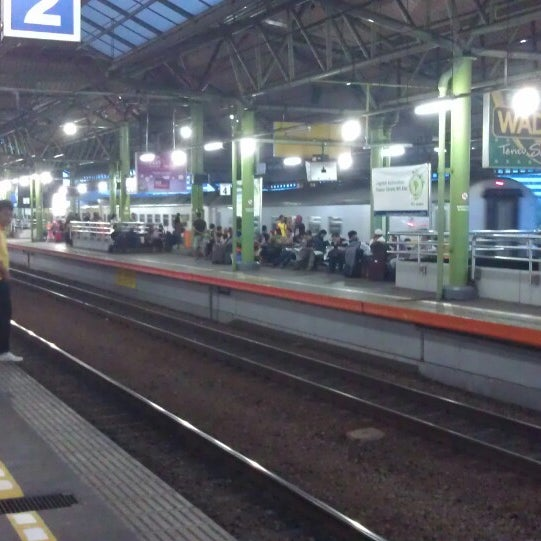 Photo taken at Stasiun Gambir by Indra J. on 7/12/2013