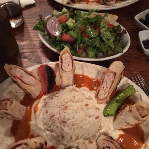 Photo prise au Makara Charcoal Grill & Meze par Hazal Y. le6/10/2016