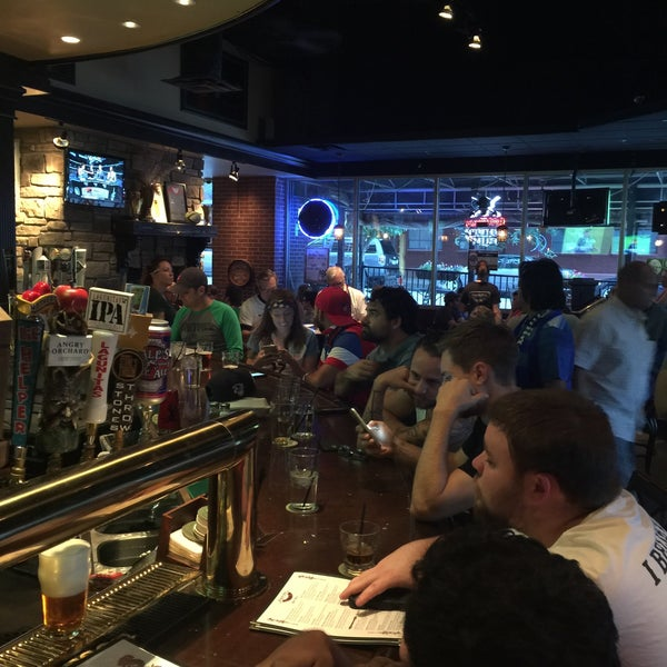 Photo taken at Dugan's Pub by Kenneth Ryan J. on 6/17/2016