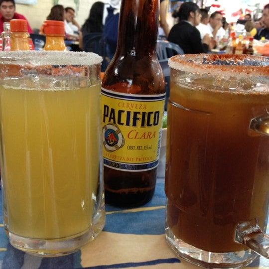 Foto tomada en Mariscos Altamar por Samantha H. el 9/14/2012