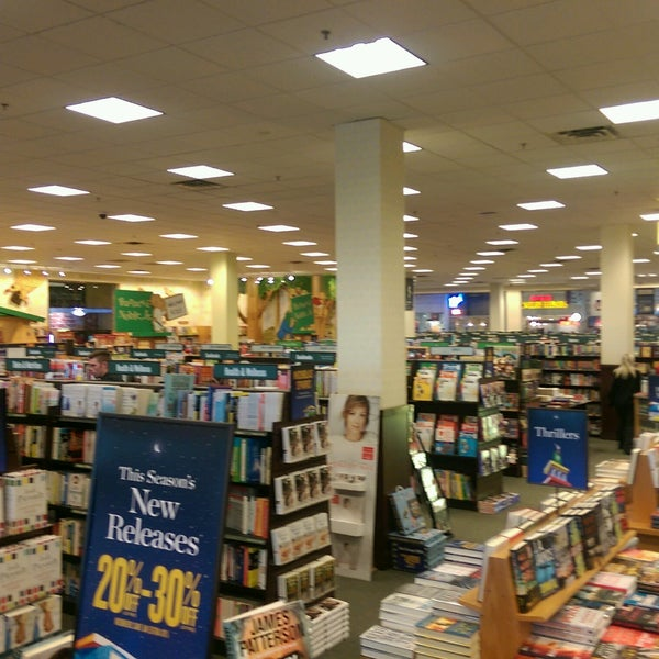 Photo taken at Barnes & Noble by Brent B. on 11/28/2016