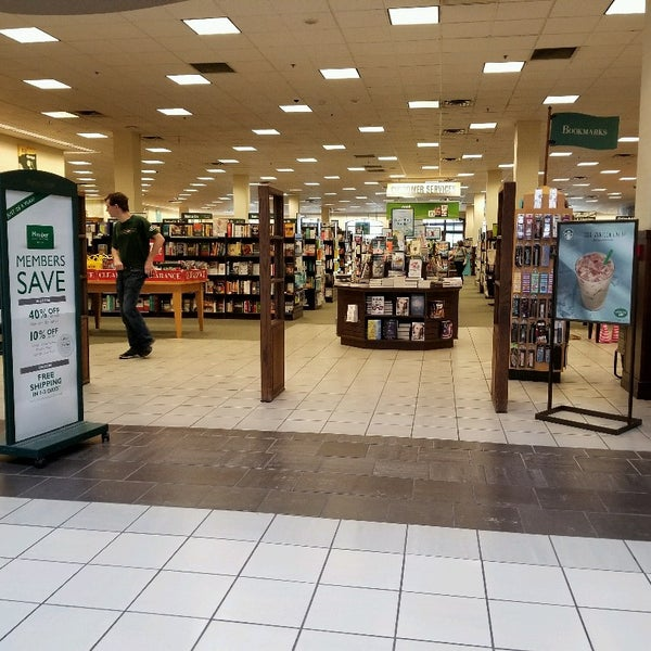 Photo taken at Barnes & Noble by Brent B. on 5/16/2017
