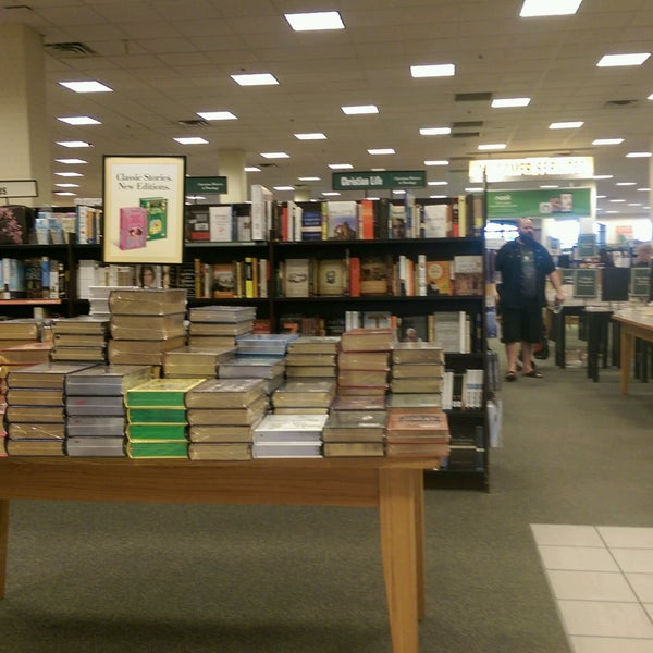 Photo taken at Barnes & Noble by Brent B. on 1/20/2017
