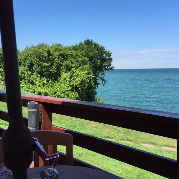 Photo taken at Lake House Restaurant by Harley A. on 8/11/2015