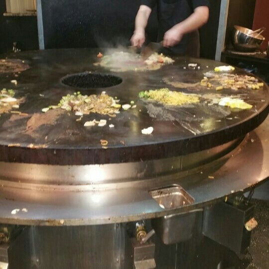 Photo taken at HuHot Mongolian Grill by Achilles W. on 11/29/2015