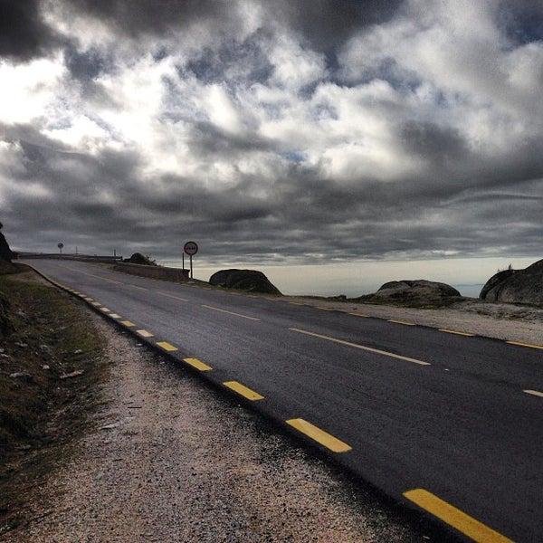 Foto tirada no(a) Serra da Estrela por Irina G. em 1/29/2013