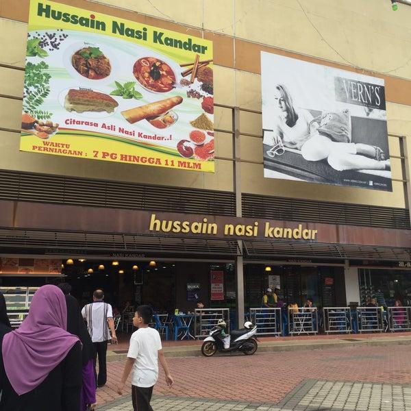 Photo taken at Hussain Nasi Kandar by Muhammad A. on 7/8/2016