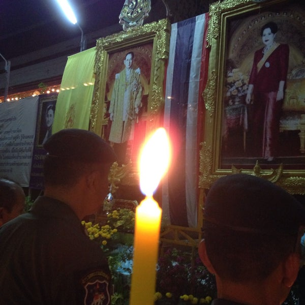 Photo taken at วัดหิรัญรูจีวรวิหาร (วัดน้อย) Wat Hiran Ruchi Worawihan (Wat Noi) by นับหนึ่ง น. on 12/5/2015