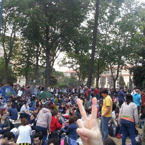 6/4/2013にSinan E.がTaksim Gezi Parkıで撮った写真