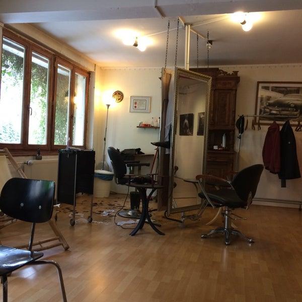 Das Foto wurde bei Herrenzimmer - Barbier Sven Reisner von Olaf T. am 4/10/2014 aufgenommen