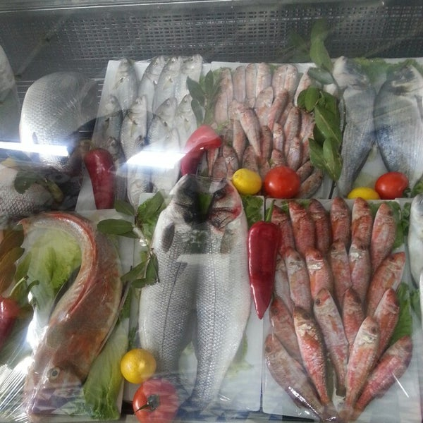 3/31/2013 tarihinde Yucel C.ziyaretçi tarafından Foça Fish Gourmet'de çekilen fotoğraf