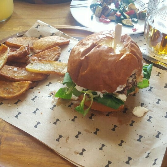 Photo taken at Le Burger by Kateřina V. on 5/22/2016