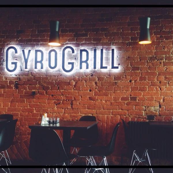 Очень уютное местечко с оригинальным интерьером, играет приятная музыка! ☺️🎶 Лучшее мясо на мангале, очень впечатлил салат GyroGrill с инжиром! Спасибо, теперь одно из любимых мест в городе👏🏻