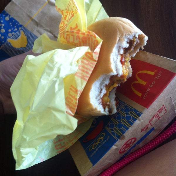 Photo taken at McDonald's by Mireya A. on 10/21/2015