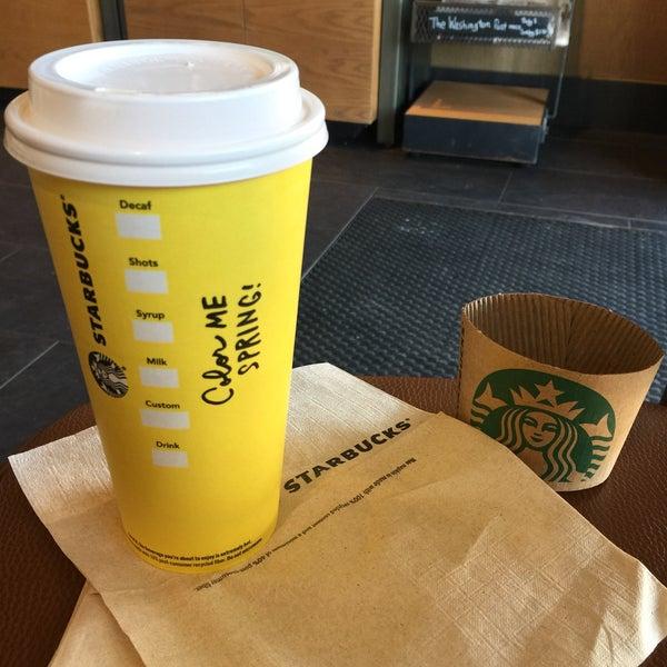 3/22/2017에 Kathie H.님이 Starbucks에서 찍은 사진
