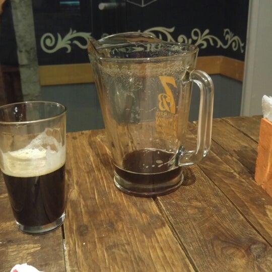 Cerveza deliciosa. Tranquilo. Ideal para parejas grupos o incluso en solitario como yo lo hice. Prueben la lola. Gran cerveza. No apto para niñitas