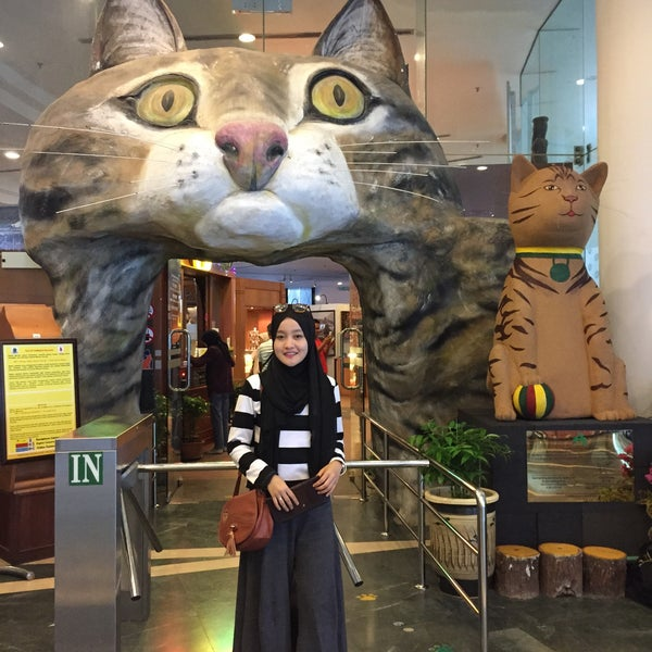 Photo taken at Muzium Kucing (Cat Museum) by Nurul Alia M. on 11/9/2015